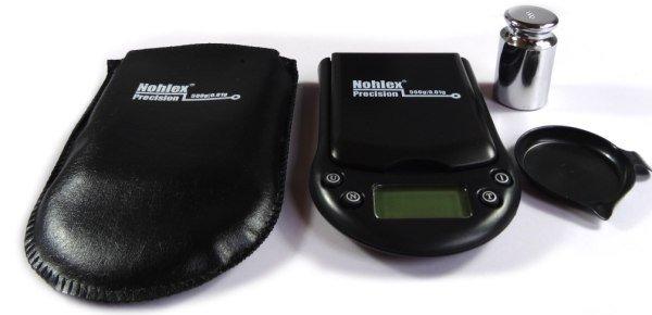 Die handliche Nohlex Taschenwaage mit Gewicht
