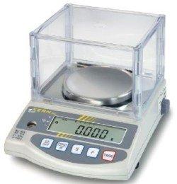 Klassische Laborwaage mit Protokollierung der Wägewerte